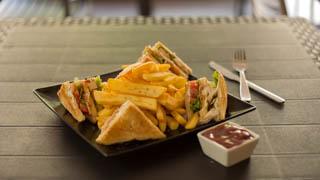 master-food-club-sandwich-chicken