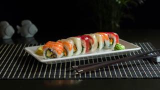 the-sushi-bar-rainbow-roll