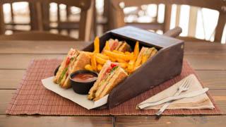 chalet-de-crepes-club-sandwich-μπέικον