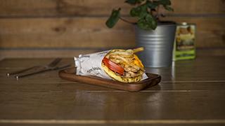 πιάτσα-καλαμάκι-ν.-σμύρνης-γύρος-χοιρινός,-cheddar-&-bacon-σε-πίτα