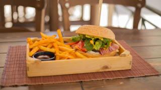 chalet-de-crepes-cheeseburger