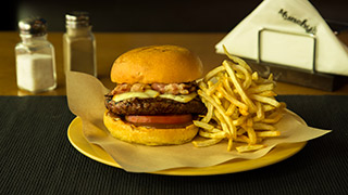 munchy`s-smoked-mozzarella-burger