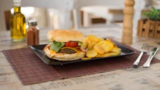αλάτι-πιπέρι-special-burger
