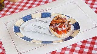 κρεατοφαγείον-χοιρινό-ψιλοκομμένο-σχάρας-σε-πίτα-παραδοσιακή