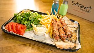 street-souvlaki-καλαμάκια-κοτόπουλο-μερίδα