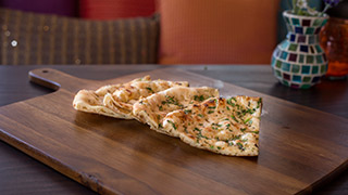 royal-indian-chef-garlic-naan