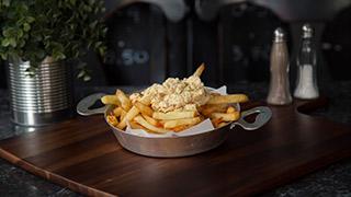 τενεκεδάκια-πατάτες-τηγανητές-με-σάλτσα-φέτας