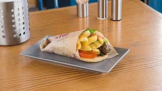 food-souvlaki-bar-μπιφτέκι-γεμιστό-με-τυρί-σε-πίτα