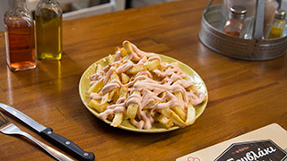 το-σουβλάκι-της-ιφικράτους-πατάτες-τηγανητές-με-σως
