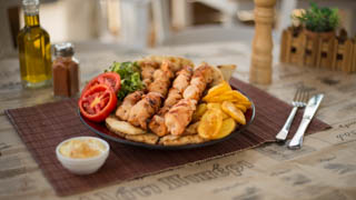 αλάτι-πιπέρι-καλαμάκι-κοτόπουλο-μερίδα