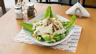 pita-plus-σαλάτα-καίσαρα