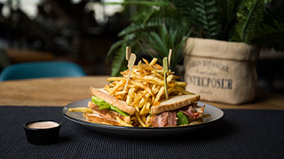 wall-street-club-sandwich-γαλοπούλα