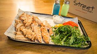 street-souvlaki-κοτόπουλο-φιλετάκια-φρέσκα-μερίδα