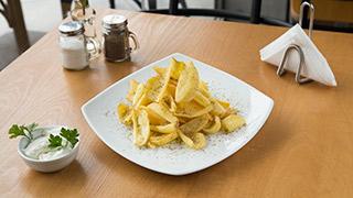 pita-plus-πατάτες-τηγανητές-με-αλάτι-&-ρίγανη