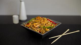 yummy-wok-πικάντικα-noodles-με-κάσιους-&-γλυκιά-chili-σως