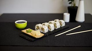 yummy-wok-salmon-philadelphia-roll