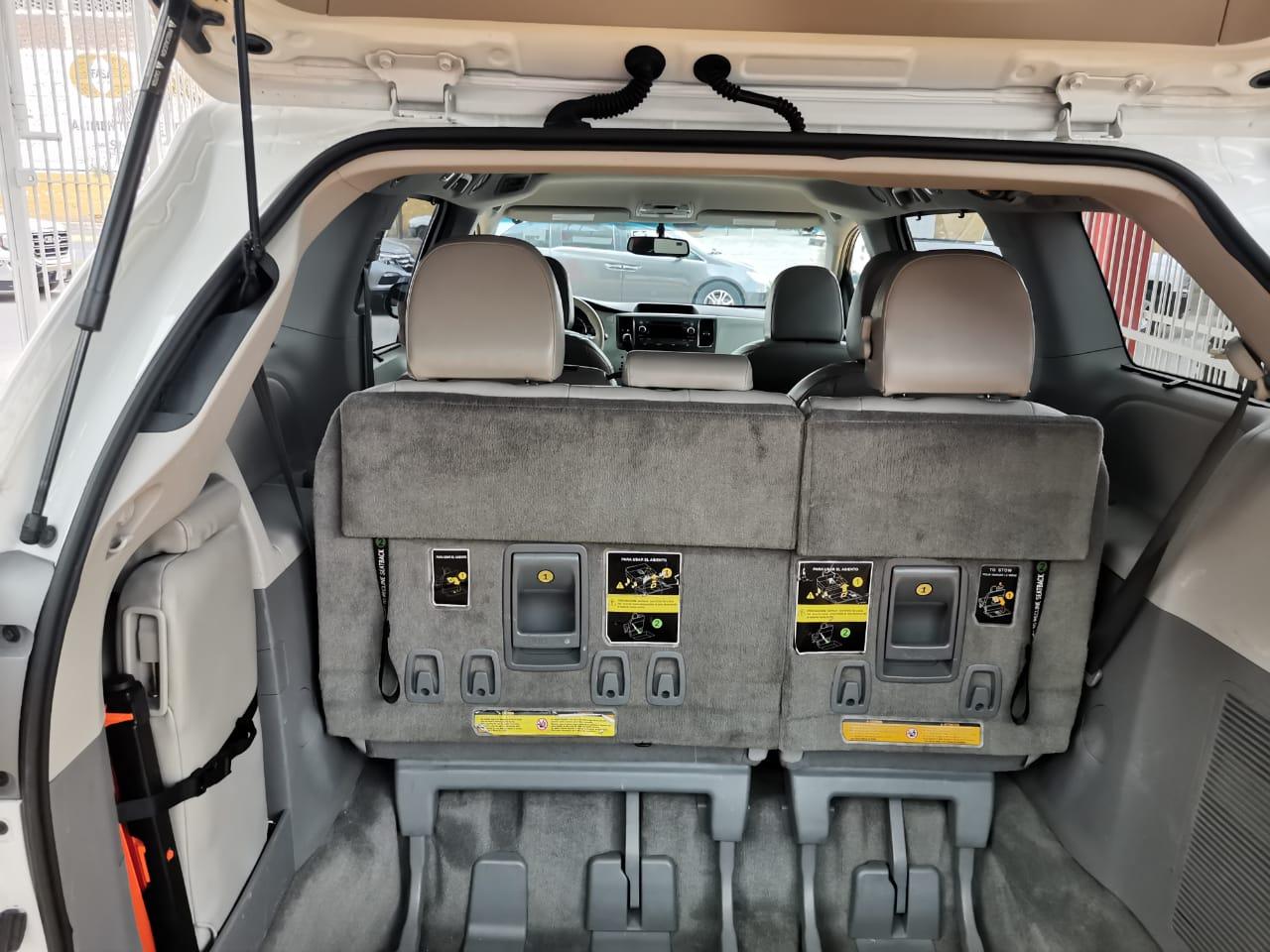 Toyota Sienna 2013 XLE lleno