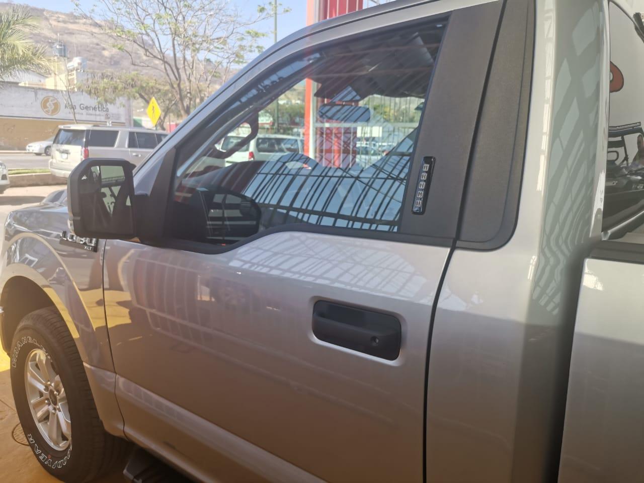 Ford Lobo, 2020 XLT V8 4×4 lleno
