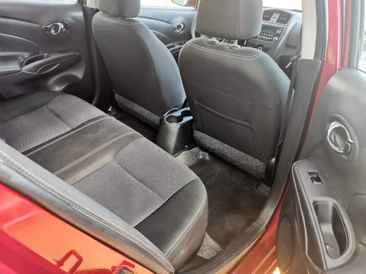 Nissan Versa, 2019 Advance AT lleno