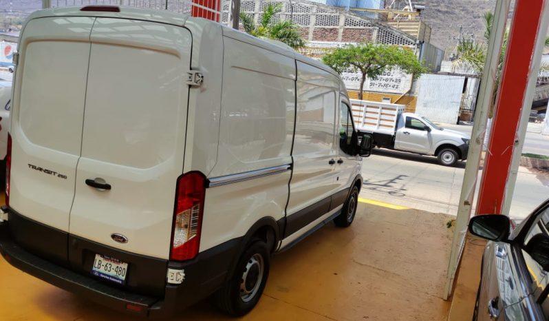 Ford Transit, 2017 Van Mediano con Refrigeración lleno