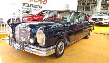 Mercedes Benz sedan 220s 1964