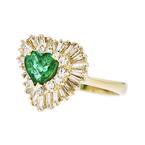 Charming Modern 14K Yellow Gold Diamond & Green Emerald Heart-Shaped Ladies Ring