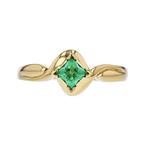 Elegant Modern 14K Yellow Gold Ladies Emerald Ring - Brand New