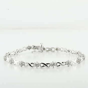 Lovely White Gold Infinity Links W/ 0.60 Points Of Cluster Diamonds Bracelet