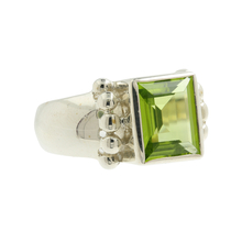 Classic Estate Sterling Silver 925 Green Peridot Ladies Cocktail Ring - Size 7