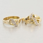 Charming Ladies Vintage 14K Yellow Gold Diamond 0.24CTW Two Piece Jewelry Set