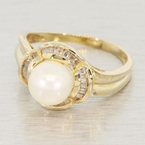 Vintage Ladies 18K Yellow Gold Pearl Diamond Cocktail Ring Jewelry