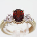 Dazzling Ladies Vintage 10K Yellow Gold Garnet Diamond Fashion Ring