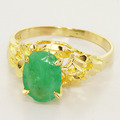 Elegant Ladies Vintage 18K Yellow Gold Oval Jade Solitaire Ring