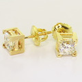 Magnificent Ladies 18K Yellow Gold Princess Diamond Stud Pair Earrings
