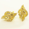 Stunning Laides 18K Yellow Gold Baguette Round Diamond Twist Earring Set