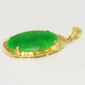 Dazzling Ladies Vintage 18K Yellow Gold Jade Round Diamond Oval Pendant