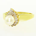 Charming Ladies Vintage 14K Yellow Gold 6.5mm White Lustrous Pearl Ring