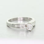 Spectacular Ladies Platinum PT900 Round Solitaire Diamond Engagement Ring