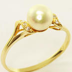 Charming Ladies Vintage 14K Yellow Gold White Lustrous Pearl Diamond Ring