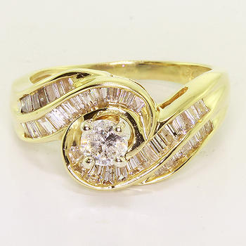 Breathtaking Vintage Ladies 14K Yellow Gold Round Diamond Engagement Ring