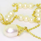 Charming Ladies Vintage 14K Yellow Gold Pearl Necklace Pearl Drop Pendant