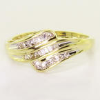 Gorgeous Ladies 10K Yellow Gold Vintage Estate Diamond Anniversary Ring