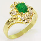 Beautiful Ladies Vintage 14K Yellow Gold Emerald Diamond Cocktail Ring
