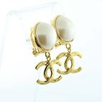 Beautiful Chanel Ladies Gold Plated Pearl Clip On Dangling Earrings