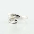 Dazzling Ladies Vintage 18K White Gold Round Diamond Tension Ring Jewelry