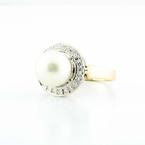 Beautiful Vintage Ladies 14K Yellow Gold White Pearl Diamond Cocktail Ring
