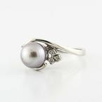Beautiful 14K White Gold Tahitian Pearl Round Diamond Ring