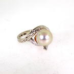 Vintage Estate Classic 10K White Gold White Pearl Right Hand Ring