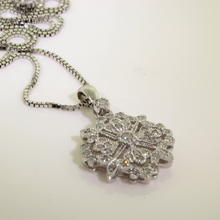Stunning Ladies 14K White Gold Diamond 0.50CTW Ornate Pendant and Box Chain Jewelry