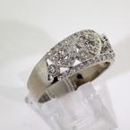 Stunning Ladies 18K White Gold Diamond 0.85CTW Right Hand Ring Jewelry